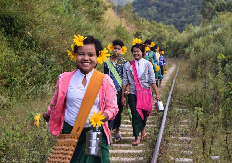serial-travelers-myanmar-trek-kalaw-inle-sam-family-rail-enfant-fleur