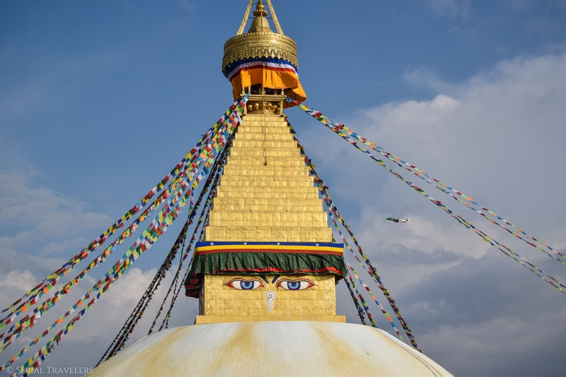 serial-travelers-nepal-katmandou-bodnath-boudhanath-temple-avion-plane