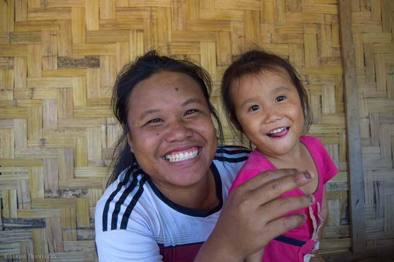 serial-travelers-laos-nong-khiaw-children-portrait-enfant-village-sopkeng-famille
