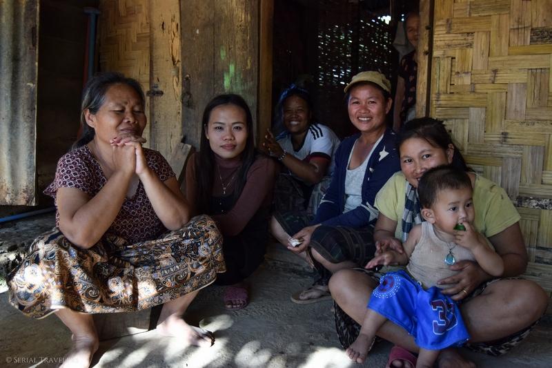 serial-travelers-laos-nong-khiaw-sopkeng-sop-keng-famille-femme