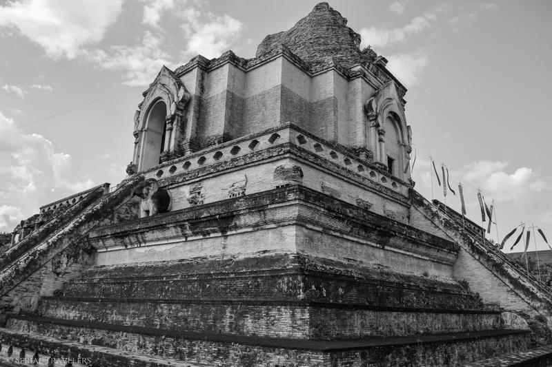 serial-travelers-thailande-chiang-mai-wat-chedi-luang6