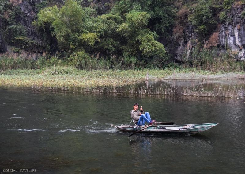 serial-travelers-vietnam-ninh-binh-tam-coc-bateau
