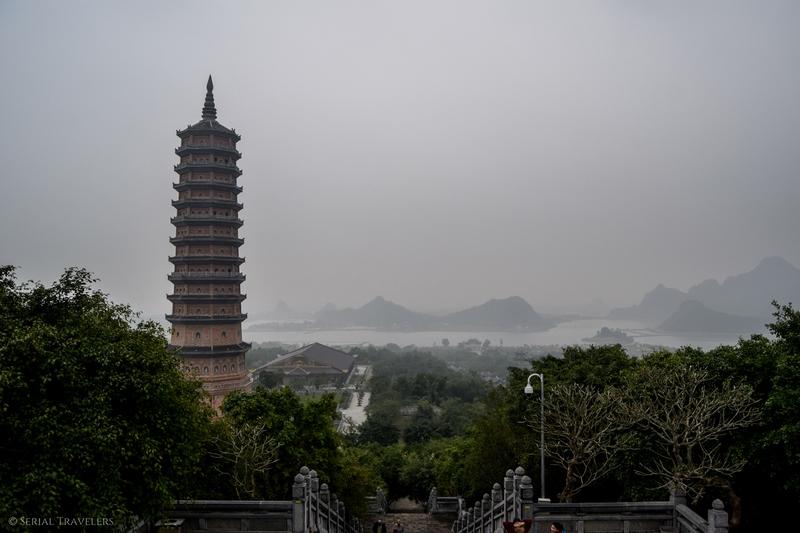 serial-travelers-vietnam-ninh-binh-temple-bai-pagode-vue