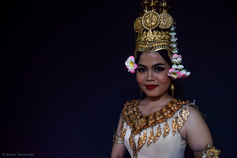 serial-travelers-cambodge-phnom-penh-portrait-danseuse-apsara-12