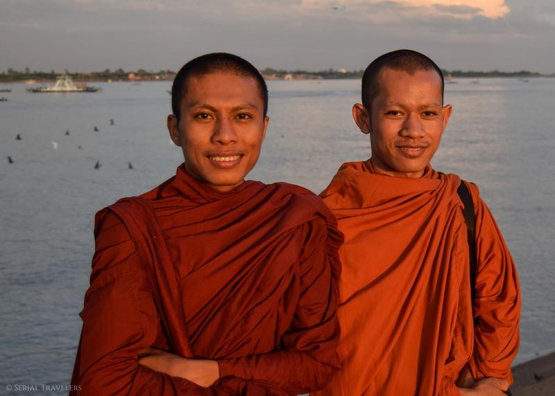 serial-travelers-cambodia-cambodge-phnom-penh-portrait-moine-mekong
