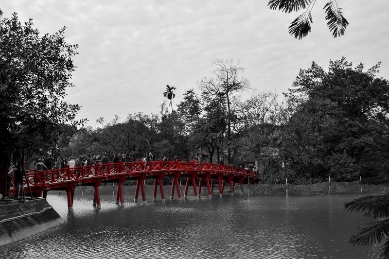serial-travelers-vietnam-hanoi-hoan-kiem-lake
