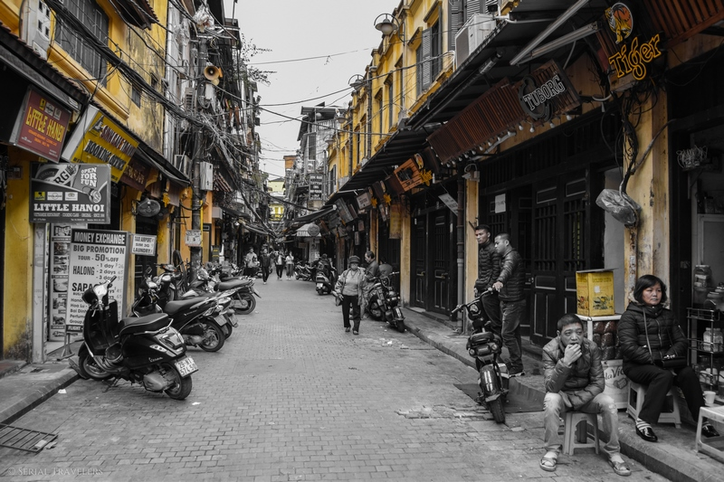 serial-travelers-vietnam-hanoi-old-city6-bar-street