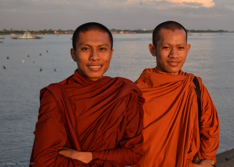 serial-travelers-cambodia-cambodge-phnom-penh-portrait-moine-mekong