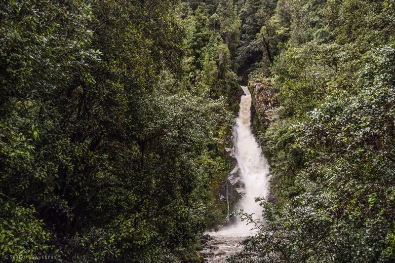 serial-travelers-nouvelle-zelande-roadrip-campervan-gorges-hokitika-cascade