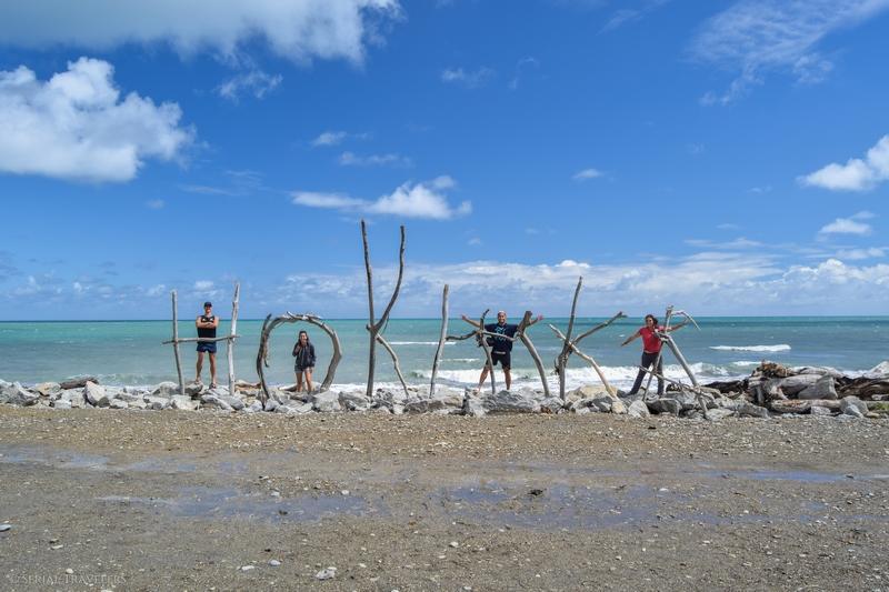 serial-travelers-nouvelle-zelande-roadrip-campervan-hokitika-plage-2