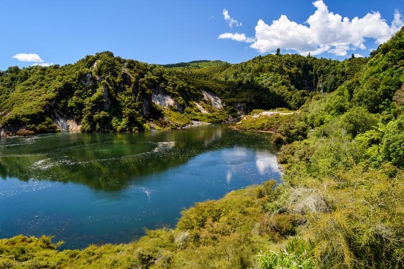 serial-travelers-nouvelle-zelande-waimangu-volcanic-valley-frying-pan-lake2
