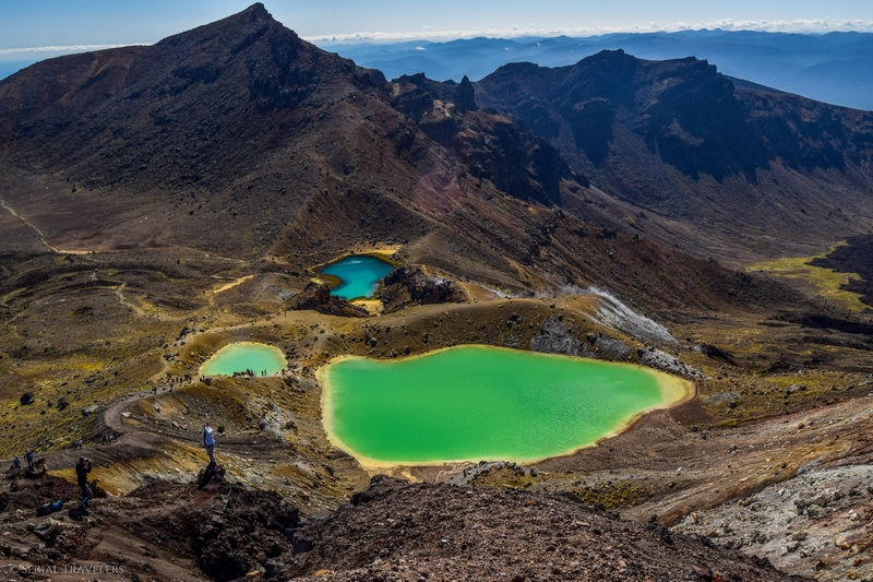 serial-travelers-tongariro-alpine-crossing-emerald-lakes2