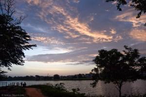 serial-travelers-sri-lanka-anuradhapura-sunset-lake-front-view