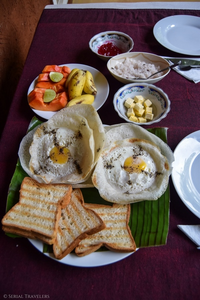 serial-travelers-sri-lanka-sirigya-breakfat