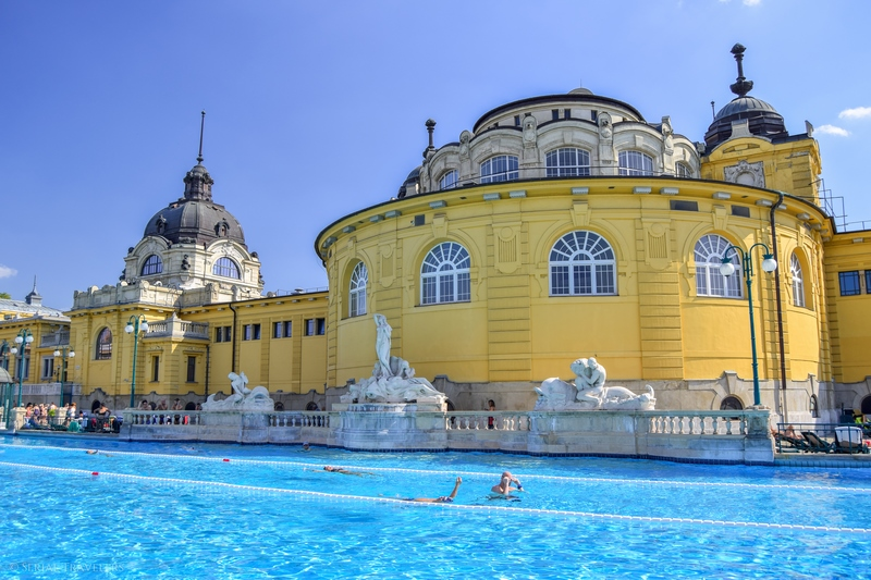 serial-travelers-budapest-thermes-széchenyi-19