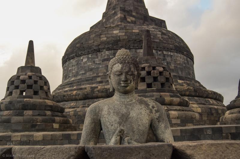 serial-travelers-indonesie-borobudur-sunrise-bouddha1