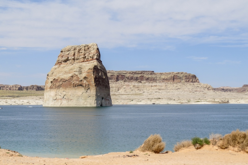 serial-travelers-ouest-americain-lake-powell-lone-rock-beach1