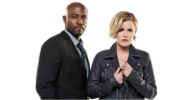Taye Diggs e Kathleen Robertson em Murder In the First