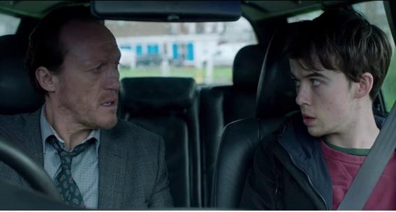 Em cena: os atores Alex Lawther, à direita, como Kenny, e Jerome Flynn, à esquerda, como Hector.