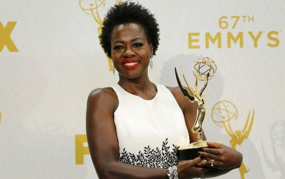 Viola Davis exibe seu Emmy após histórica premiação. Representatividade Negra nas Mídias Importa Sim!