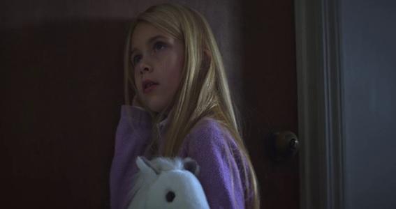 Em cena: a atriz Zoey Todorovsky faz uma participação como Nina Azarova quando criança. New Colossus