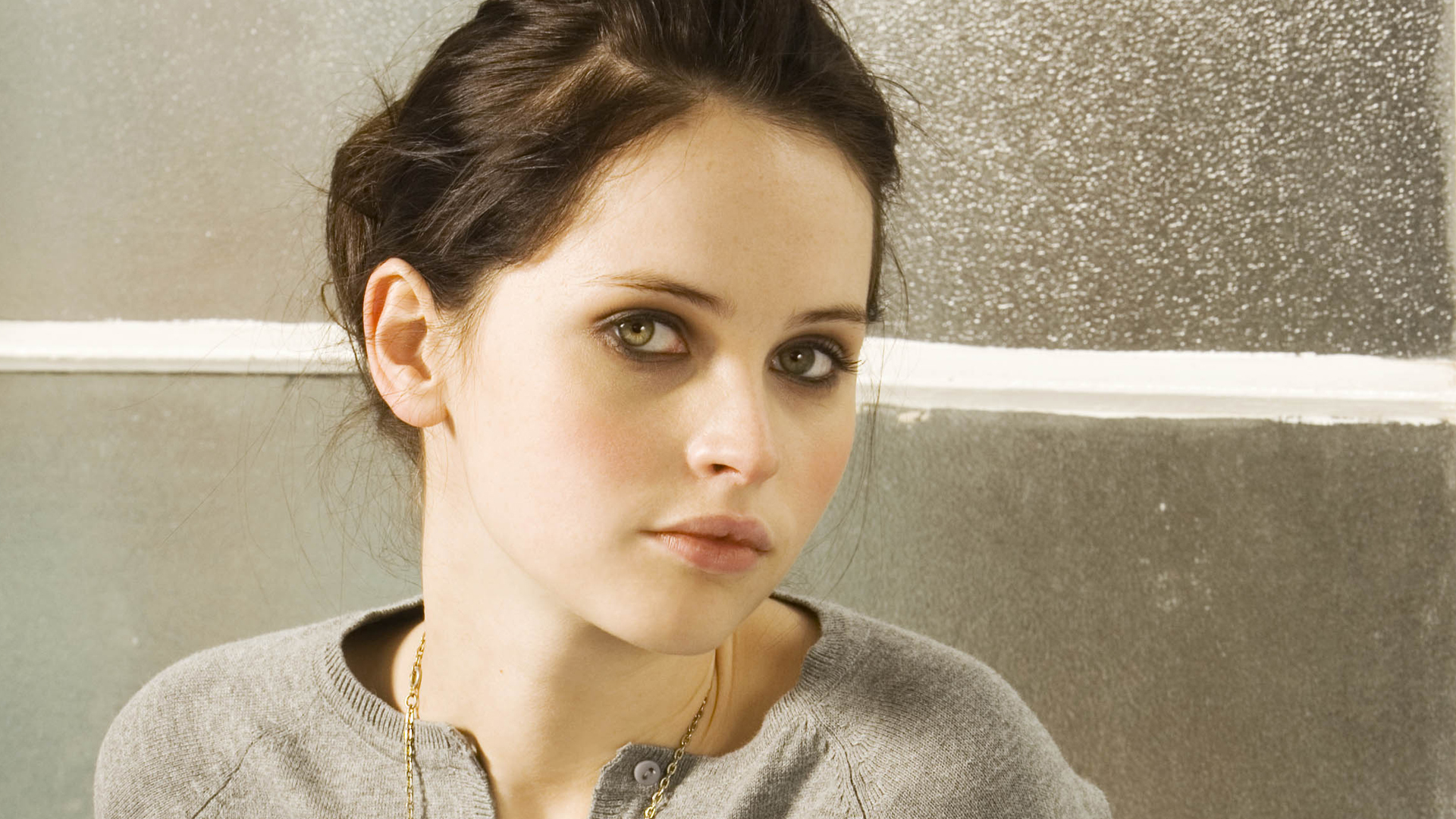Felicity Jones será estrela da nova versão de 'O Lago dos Cisnes'