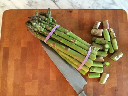 Storing Asparagus // Weekend Finds on Serious Crust
