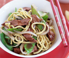 Stir-fried egg noodles with beef and ginger