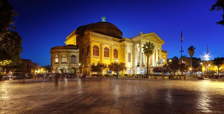 Teatro-Massimo-di-Palermo di sera