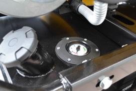 Cierre hermético y robusto del Depósito y cómodo indicador de nivel de combustible.