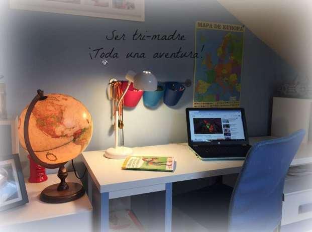 espacio de estudio en una habitación juvenil
