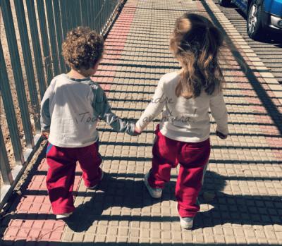 """Dos bebés en 18 meses. Mi experiencia criando dos hermanos """"casi iguales"""""""
