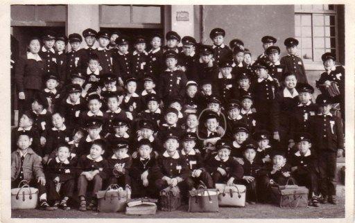 재동국민학교 5학년 사진, 동그란 표시가 백승호, 1958년