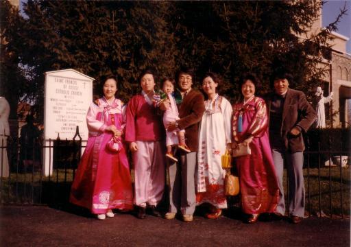 출산 5일 전, 신정 미사 후에 박재승 부부, 김원백 부부와.. 콜럼버스 한인성당에서.. 1983년 1월 1일