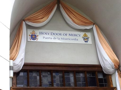 Conyers 수도원 '자비의 문'
