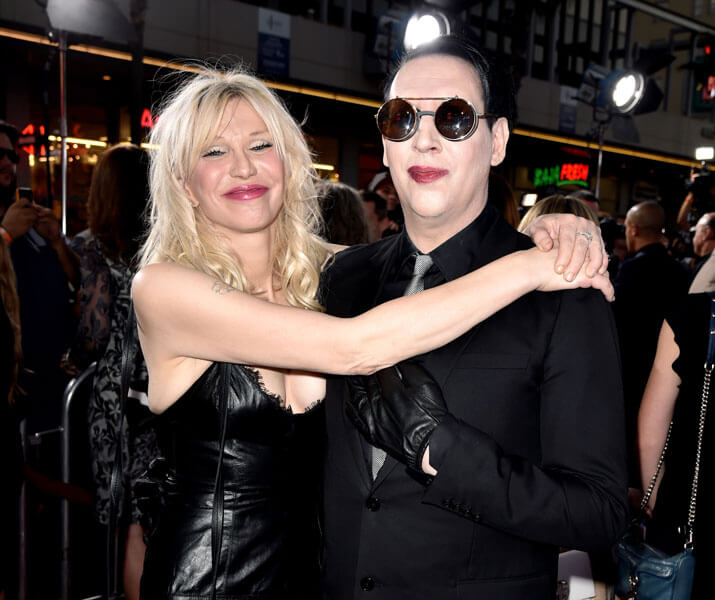 "[:tr]Marilyn Manson ve Courtney Love ""Tattooed in Reverse"" Klibinde[:en]Watch Marilyn Manson and Courtney Love's New Video for ""Tattooed in Reverse""[:]"