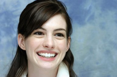 Willem Dafoe ve Anne Hathaway The Last Thing He Wanted Filminde