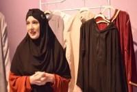 Sulitnya Mencari Busana Muslim, Wanita Mualaf ini Buka Lini Fashion Sendiri