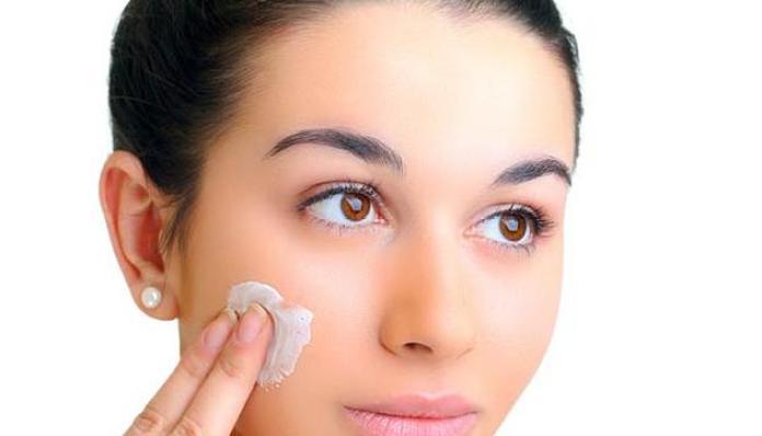 10 Cara Menghilangkan Minyak di Wajah Secara Alami