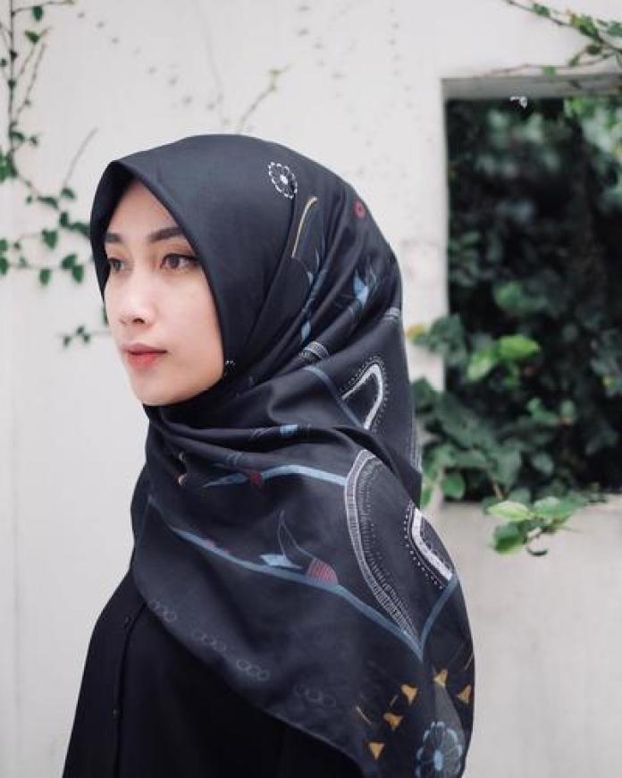 10 Rekomendasi Online Shop yang Menjual Hijab Voal Paling Diburu Hijabers