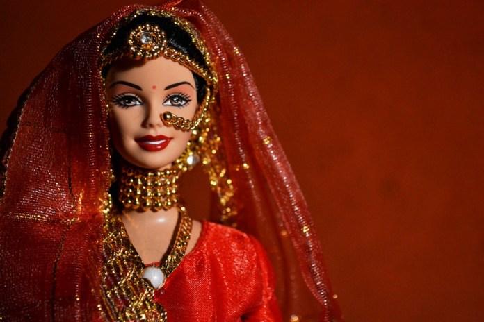 40 Aneka Gambar Barbie untuk Diwarnai Oleh Anak