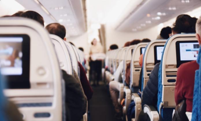 Tips Penting untuk Kamu yang Pertama Kali Naik Pesawat Saat Berlibur
