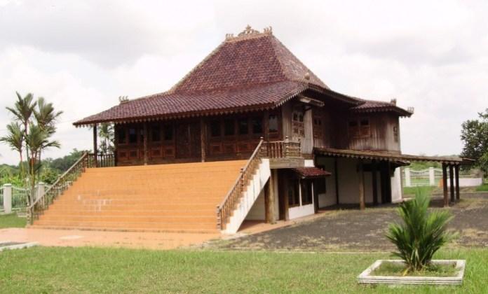 34 Gambar Rumah Adat di Indonesia Beserta Penjelasannya