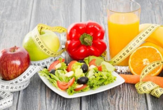 Selama di rumah aja, banyak orang yang mengeluhkan berat badannya yang semakin bertambah. Alih-alih ingin diet, alhasil rencana tersebut jadi gagal. Karena selama di rumah, kita cenderung lebih banyak ngemil, dan makan pun jadi tak terkendali.