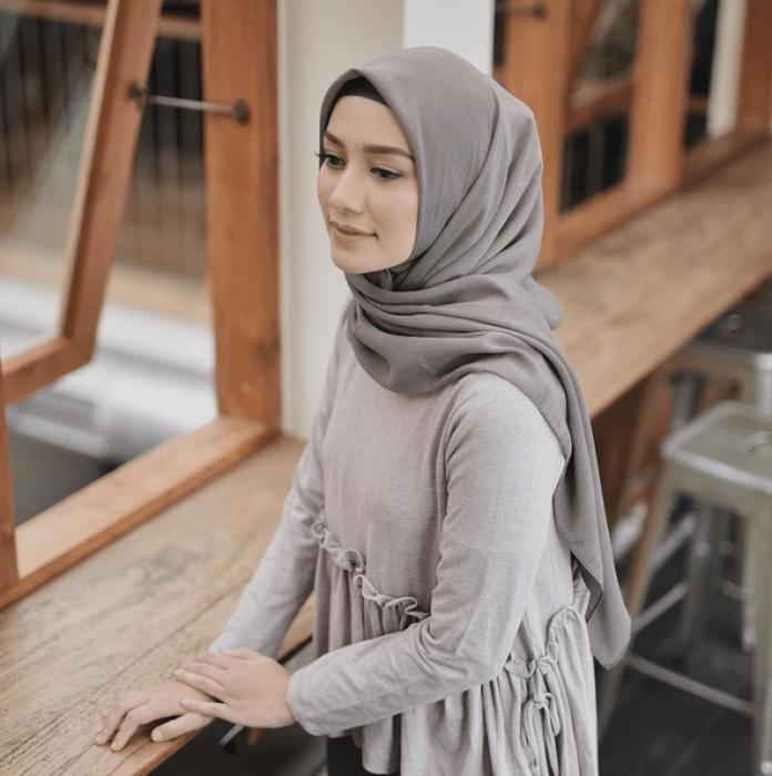 10 Fashion Hijab yang Membuatmu Tampak Lebih Muda