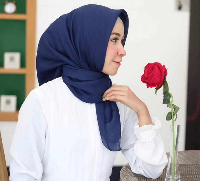 10 Bahan Hijab Yang Nyaman Dan Mudah Dibentuk Seruni Id