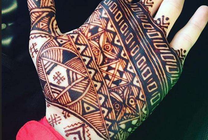 10 Motif Henna Simpel untuk Hari Bahagiamu
