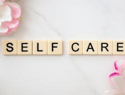 6 Jenis Self Care yang Bisa Dilakukan di Malam Hari
