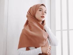 5 Tutorial Hijab Pashmina Menutup Dada, Mudah Dicoba!