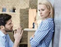 Cara Menyikapi Suami yang Selingkuh Menurut dr. Aisah Dahlan